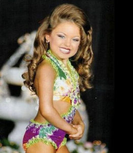 Come-adulte-le-modelle-di-Little-Miss-America_su_vertical_dyn