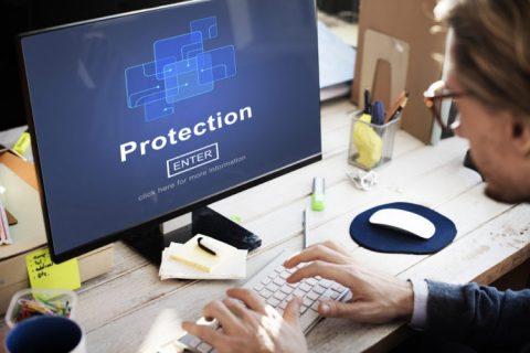 Accesso abusivo a sistema informatico: non è sufficiente detenere legittimamente le credenziali