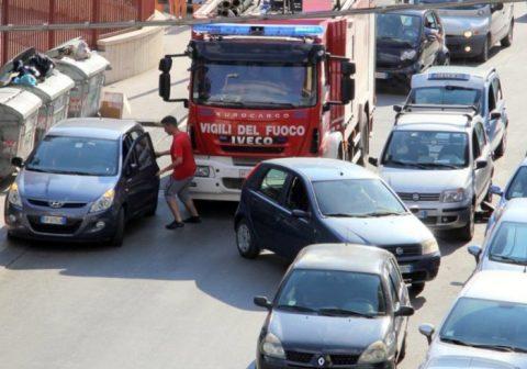 …parcheggiare in seconda fila può configurare un reato