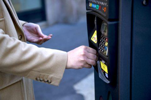 Sosta a pagamento: il superamento del limite orario va sanzionato