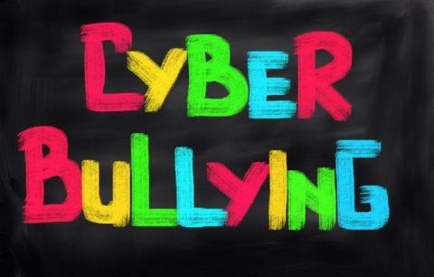 Vittime dei cyberbulli sempre più piccole: bimbi di 5-6 anni