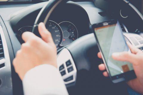 Sospensione della patente per guida con cellulare… una nuova bufala